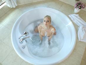 Bathtime With MILF Natalie 24