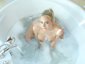 Bathtime With MILF Natalie 25