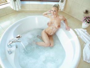 Bathtime With MILF Natalie 32
