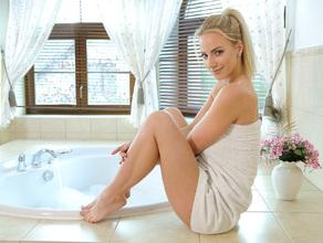 Bathtime With MILF Natalie 5