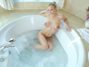 Bathtime With MILF Natalie 33