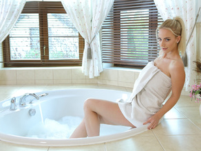 Bathtime With MILF Natalie 7