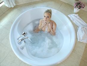 Bathtime With MILF Natalie 23