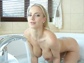 Bathtime With MILF Natalie 34