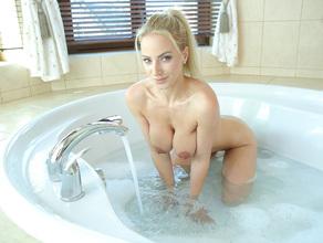 Bathtime With MILF Natalie 41
