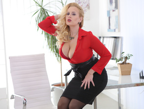 sexy-ceo-letting-off-steam